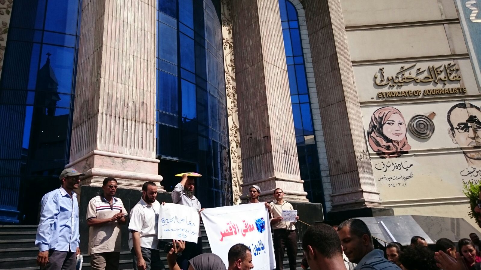 وقفة لذوي الاحتياجات على سلم «الصحفيين»: «لا عدالة ولا حرية.. كل حاجة زي ما هيا» 📷 ▶