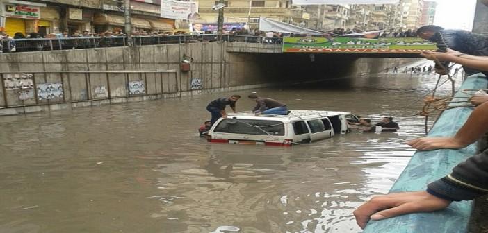 ⛅ بالصور.. لحظة نجدة سيارات احتجزها المطر في نفق جمال عبدالناصر بالإسكندرية 📷