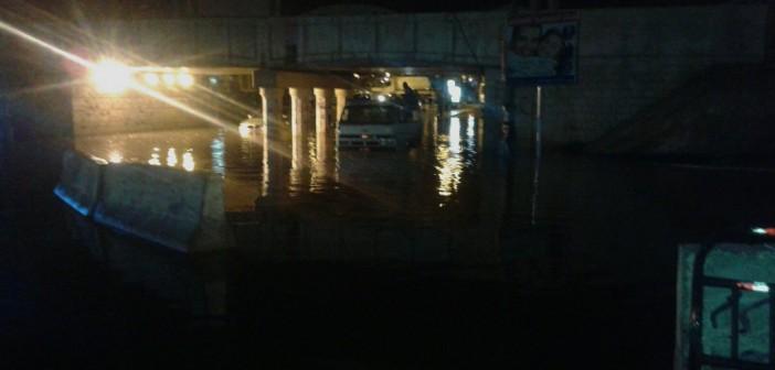 بالصور والفيديو.. كوبري المندرة بالإسكندرية بعد «نص ساعة شتا» 📷 ▶
