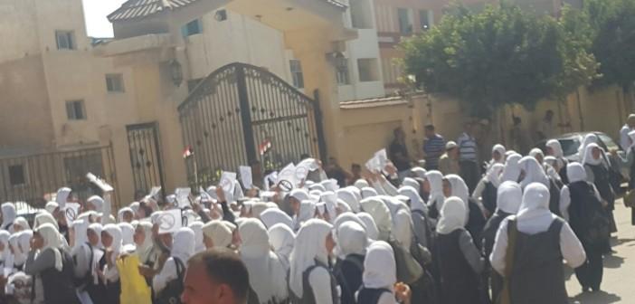 بالطبول.. طلاب ثانوية عامة في كفر الشيخ يتظاهرون ضد «الـ 10 درجات» 📷