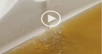 بالفيديو.. مواطنون: اختلاط مياه الشرب بمياه الصرف بالوراق منذ شهر