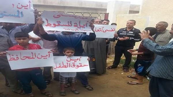 تواصل إضراب قرابة 1000 تلميذ بكفر الشيخ عن الذهاب لمدرستهم الآيلة للسقوط