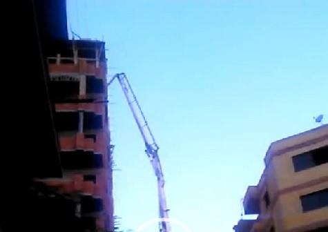 بالفيديو.. بناء عقار مخالف بارتفاعات عالية «خلف ديوان محافظة الجيزة» ▶