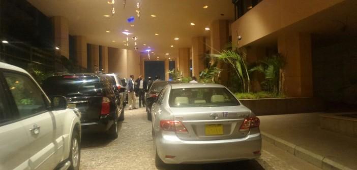 بالصورة.. مواطن: موكب رئيس الوزراء أوقف «باركينج» فندق سميراميس ساعتين 📷