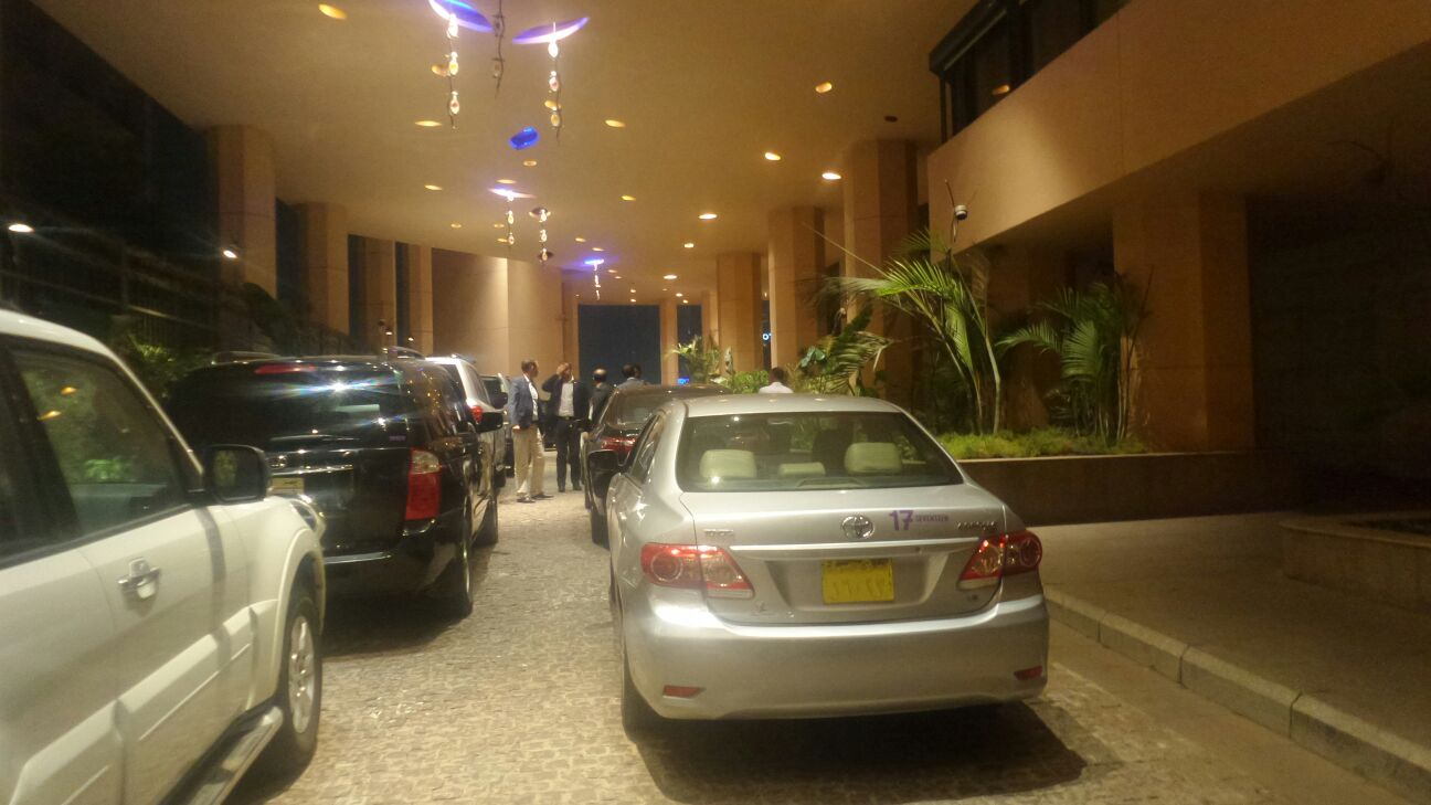 بالصورة.. مواطن: «ركنة» موكب رئيس الوزراء أوقفت «باركينج» فندق سميراميس ساعتين