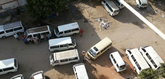 بالصور.. مواطنون يشكون إزعاج موقف أجرة شبراخيت «المؤقت» منذ 6 سنوات 📷