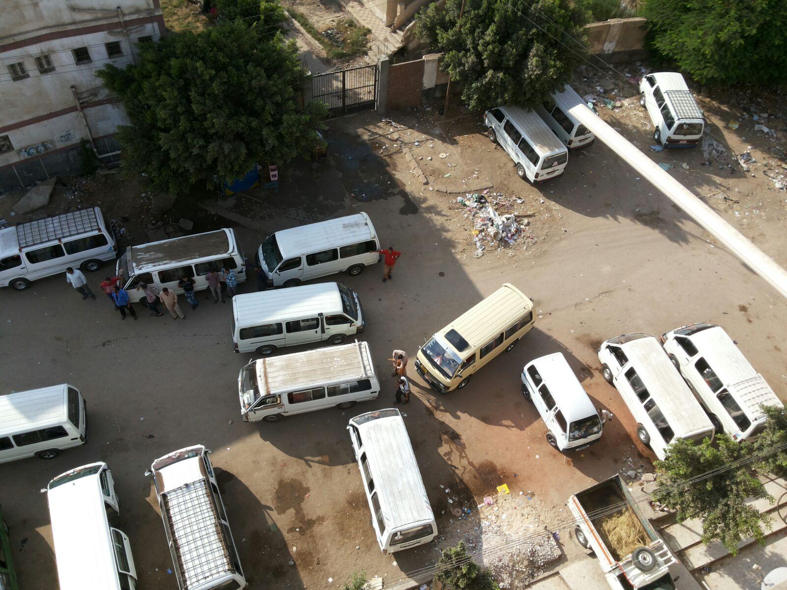 بالصور.. مواطنون يشكون إزعاج موقف أجرة شبراخيت «المؤقت» منذ 6 سنوات