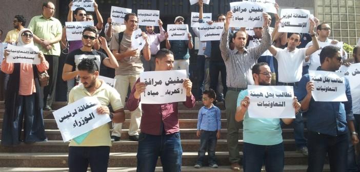 بالصور.. وقفة لسكان «تعاونيات 6 أكتوبر» احتجاجًا على تسلمهم شققًا بدون مرافق 📷