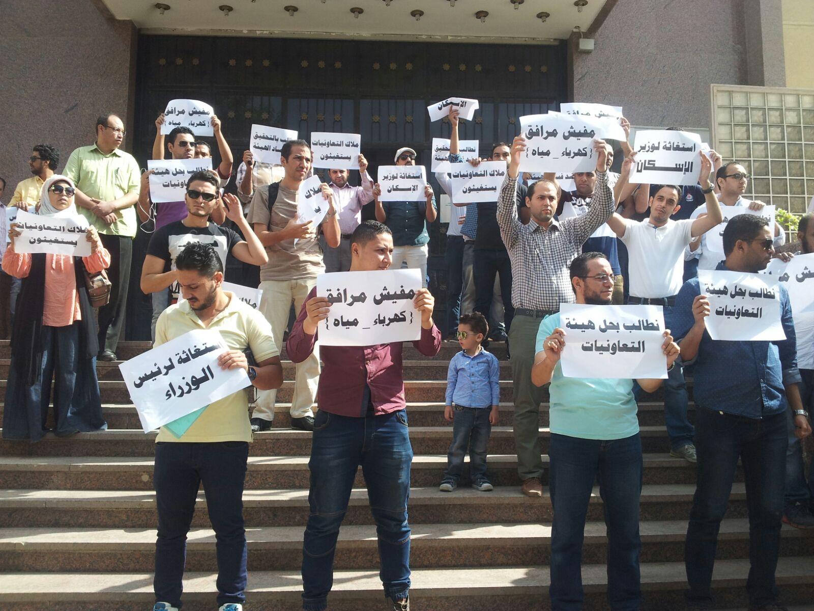 وقفة لسكان «تعاونيات 6 أكتوبر» احتجاجًا على تسلمهم شقق بدون مرافق
