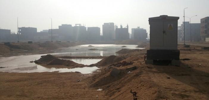 بالصور.. إهدار مئات الأمتار المكعبة من المياه في مدينة السادات يوميًا 📷