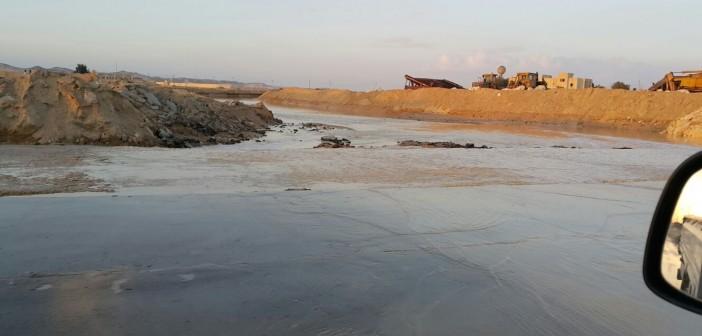 بالصور.. السيول تضرب وسط سيناء.. وتقطع 3 طرق رئيسية إلى نوبيع والعريش والسويس 📷