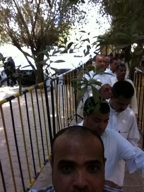 بالصور.. مصريون يدلون بأصواتهم بالسفارة المصرية في الكويت.. الانتخابات