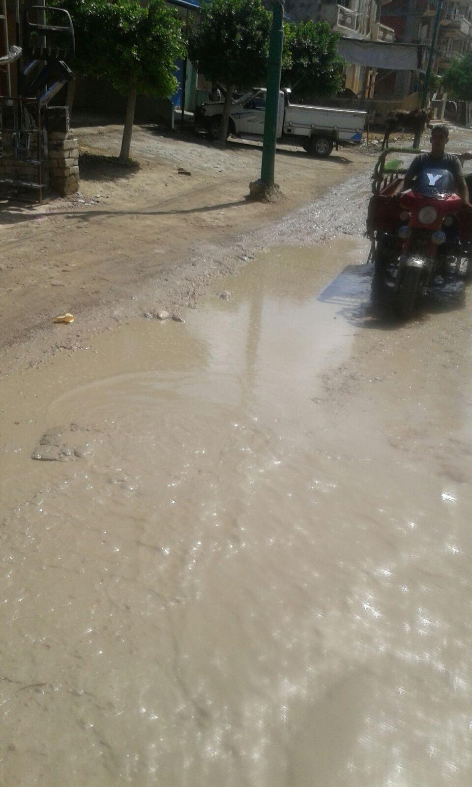 المياه تغرق شوارع أبيس القومية في كفر الدوار