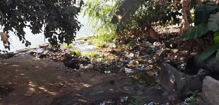 بالصور.. ماسورة صرف على النيل مباشرة قرب سينما فاتن حمامة بالمنيل 📷