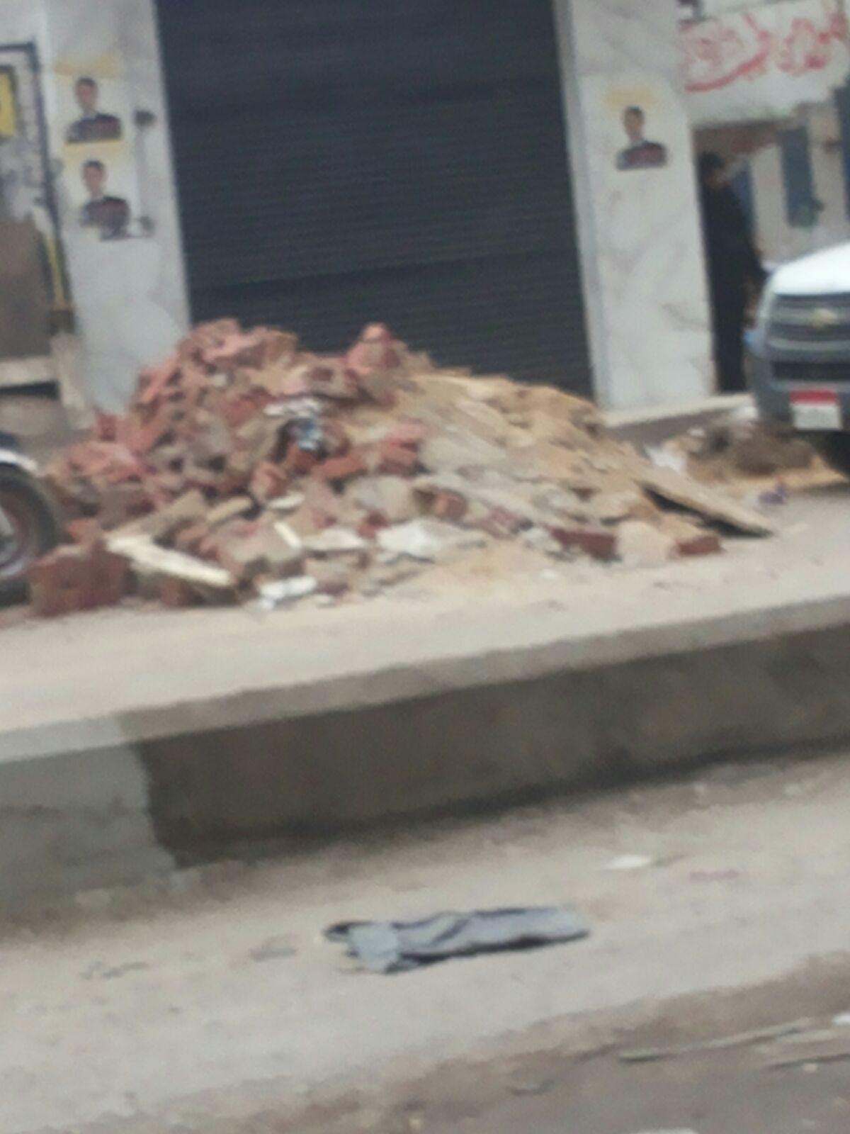 محليات الطالبية تركت مخلفات الهدم في الشوارع دون رفعها