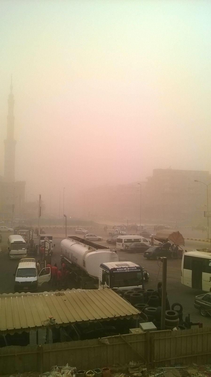 بالصور.. عاصفة ترابية تجتاح مدينة 6 أكتوبر