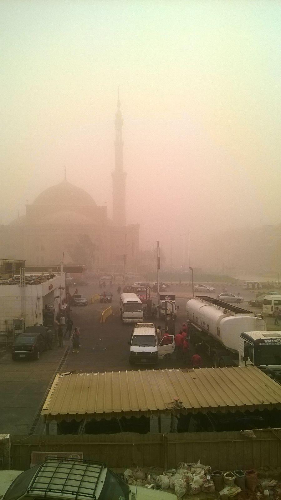 بالصور.. عاصفة ترابية تجتاح مدينة 6 أكتوبر 📷