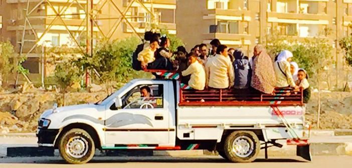 بالصورة.. «النصف نقل» وسيلة توصيل طلاب مدارس في القاهرة  📷