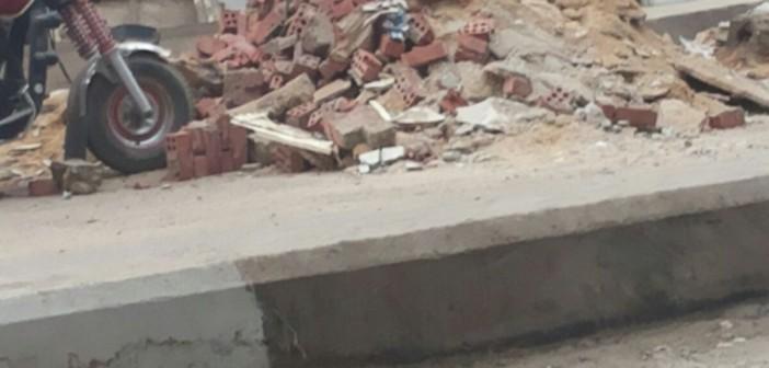 📷 محليات الطالبية تركت مخلفات الهدم في شوارع دون رفعها