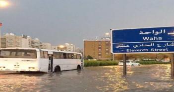 بالفيديو.. غرق مناطق في الكويت بعد موجة من الطقس السىء