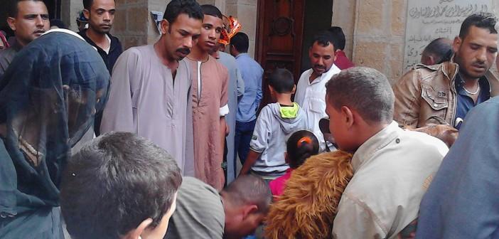 صورة.. مواطن يدخل مسجد السيد البدوى بمعزتين 📷