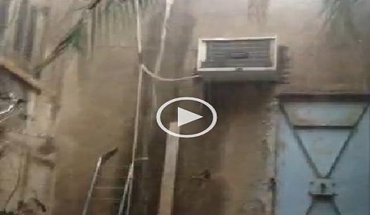 بالفيديو.. لحظة سقوط «سيول» من الأمطار على شقة بالإسكندرية  ▶