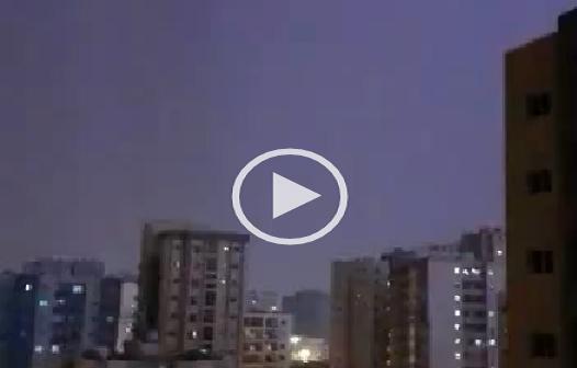 بالفيديو.. رعد وبرق في الكويت وسط موجة من التغيرات الجوية ▶