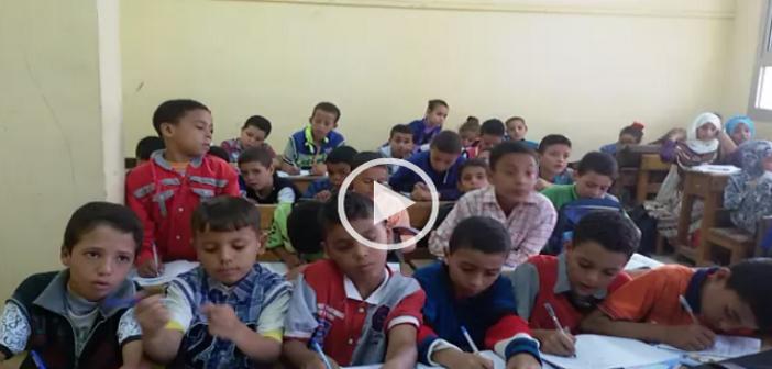 🔴 بالفيديو.. في إحدى مدارس المنوفية.. فصل يضم حوالي 50 تلميذًا في 14 «تختة» ▶