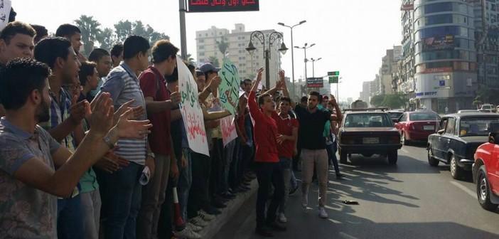 بالصور.. طلاب الثانوية في الغربية يتظاهرون ضد «الـ 10 درجات»: «قرار فاشل» 📷