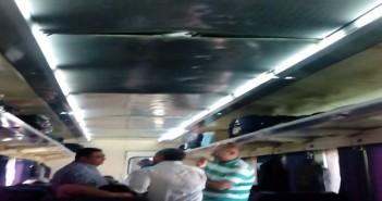 مواطن يرصد الإهمال في قطار الأقصر ـ القاهرة: التكييف مُعطل والسقف غير مُثبت
