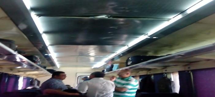 بالصور.. مواطن يرصد إهمالا بقطار الأقصر ـ القاهرة: تكييف مُعطل وسقف غير مُثبت 📷