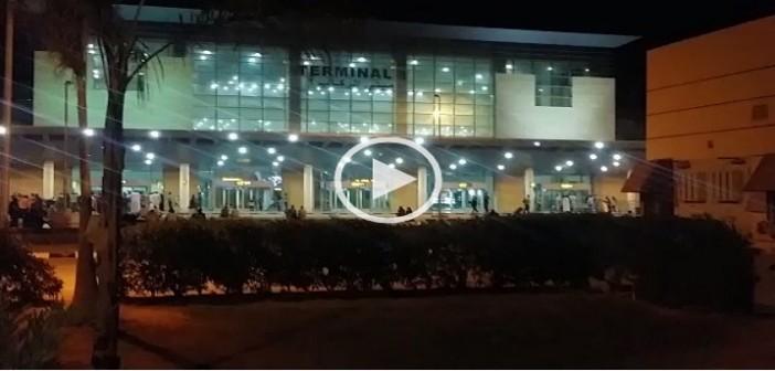 ✈ بالصور والفيديو.. راكب يرصد عدم نظافة دورات مياه في مبنى بمطار برج العرب📷 ▶