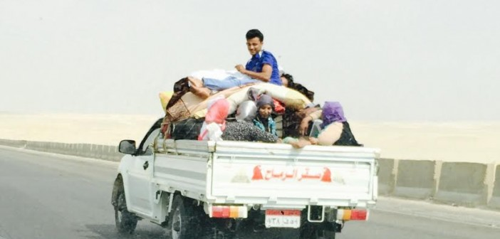 9 صور «ف الهوا».. مواطن يرصد «شحن» أطفال ومواطنين في وسائل نقل غير آدمية 📷