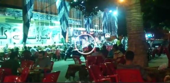 بالفيديو.. كافيه يحتل رصيف وطريق وواجهة «الشرقية للدخان» قرب قسم محرم بك ▶