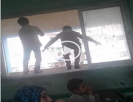بالفيديو.. طلاب مدرسة بإمبابة يرقصون بنافذة فصل في تواجد مُدرسين