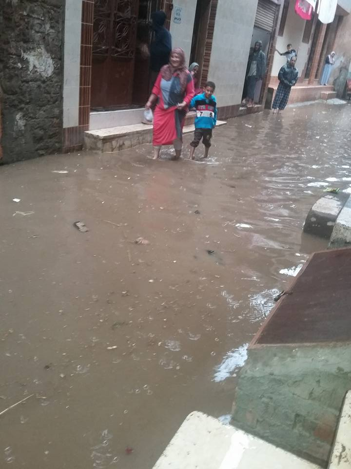 الأمطار تغرق شوارع قرية في الدقهلية