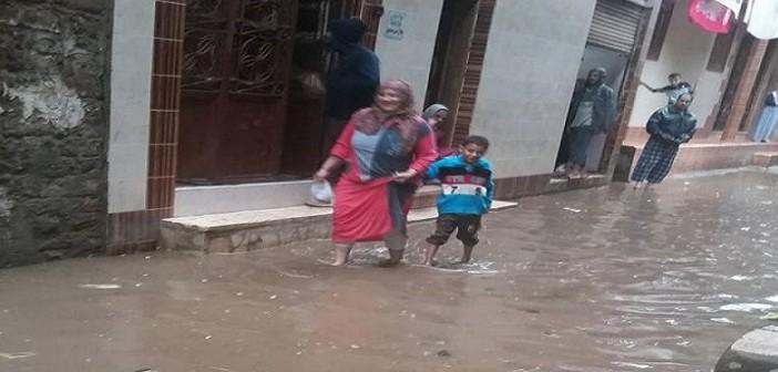 #المنصورة_بتغرق.. أمطار غزيرة بشوارع قرية في الدقهلية 📷