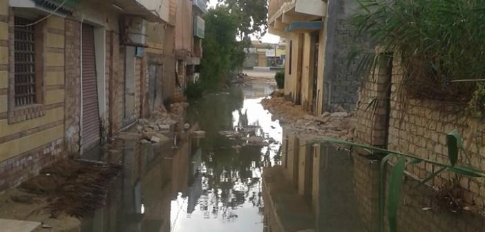 المياه تغمر «أبوتلات» بالإسكندرية.. ومواطن: «المحافظة قالت لنا إحنا مش فاضيين»