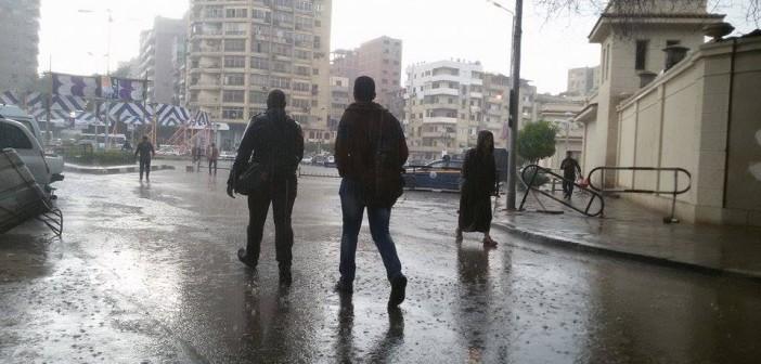 بالصور.. أمطار غزيرة في مصر الجديدة.. وتجمع للمياه بمحيط قسم الزيتون 📷
