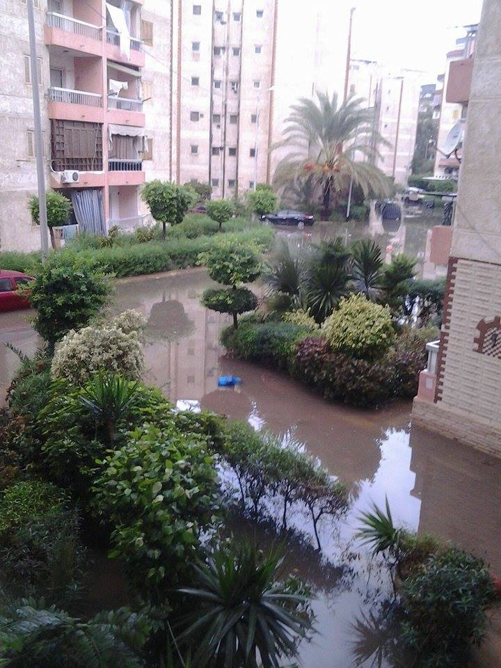غرق «مدينة الضباط» بالإسكندرية في مياه الصرف والأمطار