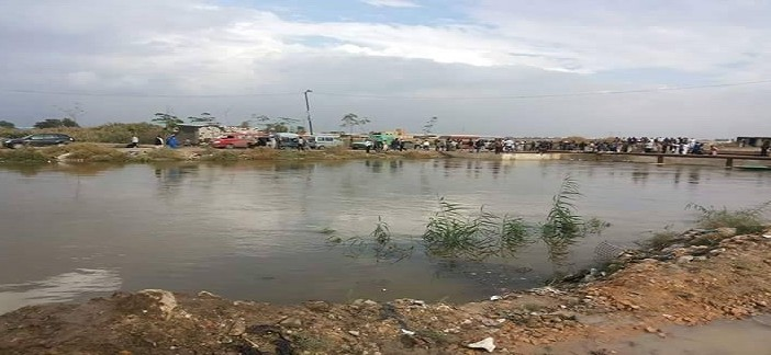 بالفيديو والصور.. ارتفاع منسوب ترعة النوبارية.. والمياه مازالت تغمر زاوية عبدالقادر
