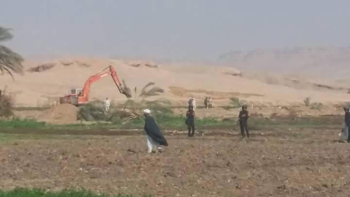 📷| صور.. سوهاج تبدأ تجريف 500 فدان لمزراعي قرية الكولة.. وتواجد أمني كثيف