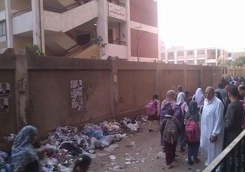 القمامة تحاصر مدرسة «الشعراوي» بالقاهرة