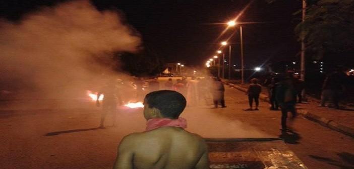بالصور.. أمن الأقصر يشتبك مع محتجين اتهموا الشرطة بتعذيب شخص حتى الموت