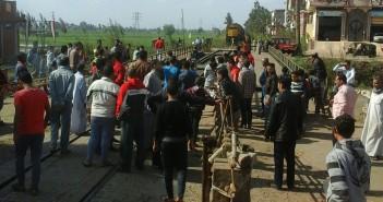 بالصور.. محتجون يوقفون حركة قطارات في الدقهلية بعد دهس مواطنين