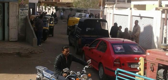 بالصور.. بحضور الشرطة.. مسيرة لأحد مرشحي «مستقبل وطن» قرب لجان انتخابية بالشرقية