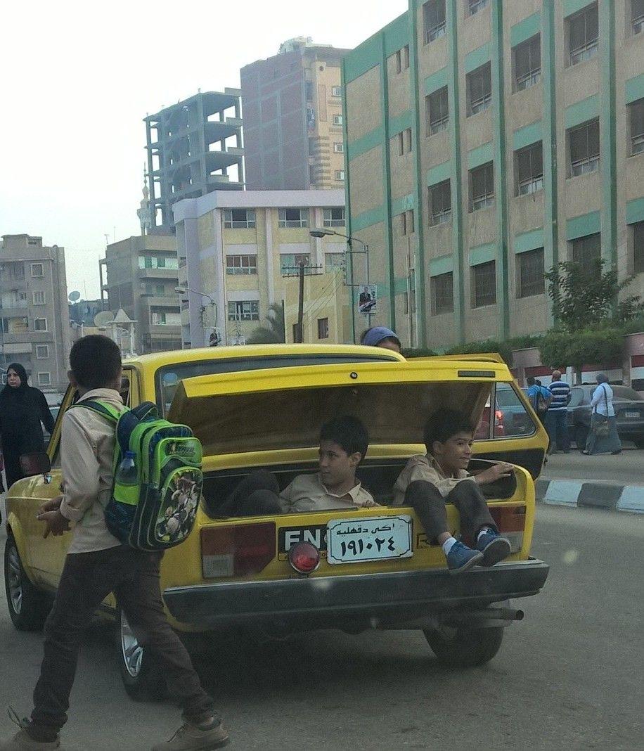 📷| توصيل تلاميذ لمدراسهم على «الطريقة الحديثة»