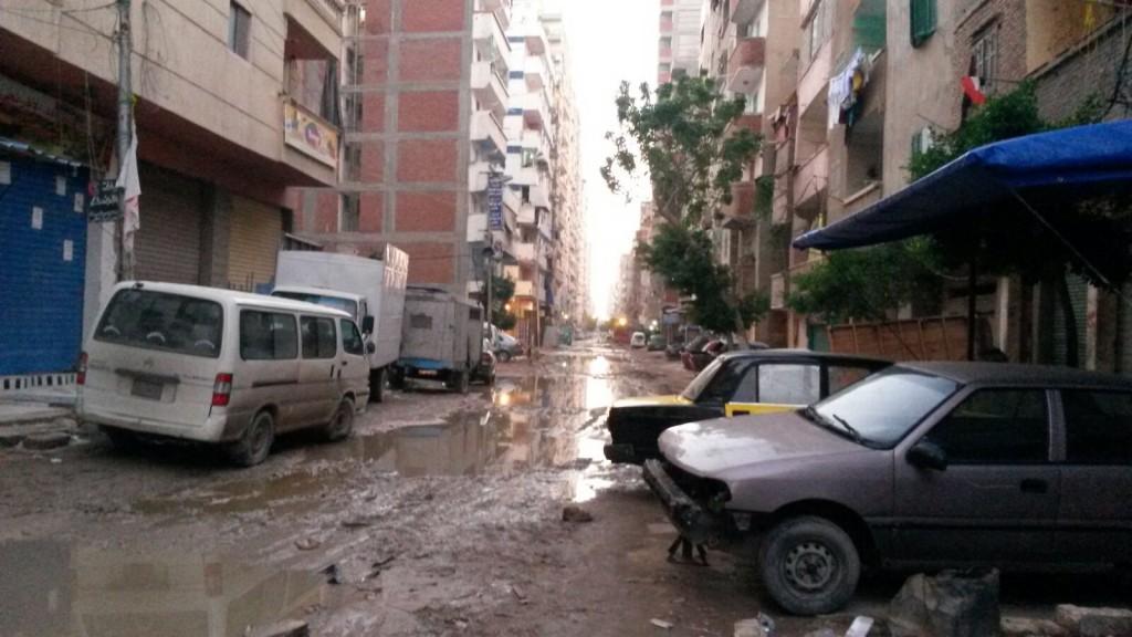 غرق شوارع «الفلكي» بالإسكندرية.. ومواطن: مش عارفين نمشي ولا نركب مواصلات