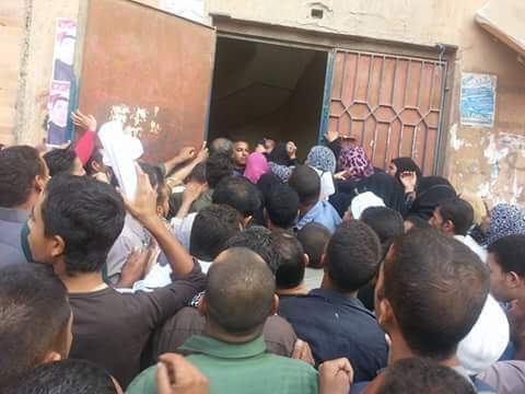 زحام سجل مدني «الصف» بالجيزة.. ومواطنون: معاملة غير آدمية