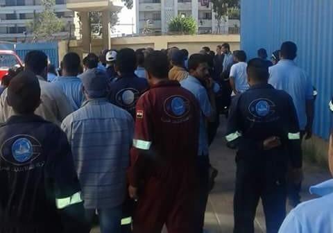 «الإنشاءات البحرية» تنضم لاعتصام «البورسعيدية».. وعمال: مميش رفض ضم شركات القناة 📷
